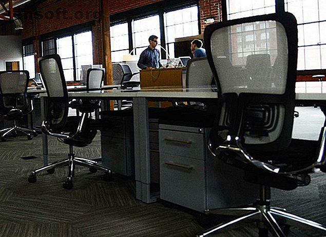 Έχετε κουραστεί να κάθεστε σε μια καυτή καρέκλα ηλεκτρονικών υπολογιστών και να θηλάζετε μια πληγή πίσω;  Εδώ είναι οι καλύτερες καρέκλες υπολογιστών που είναι ακόμα προσιτές.