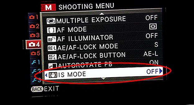 प्रकाश ट्रेल्स के साथ फोटो शूट करना सरल है।  यहाँ अपने फोन के साथ प्रकाश ट्रेल्स शूटिंग के लिए कुछ उपयोगी सुझाव दिए गए हैं।