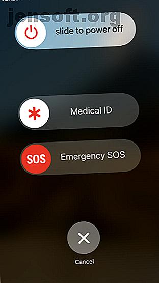 आपके iPhone में कई उत्तरजीविता उपकरण हैं जो चुटकी में आपकी मदद कर सकते हैं।  आपात स्थितियों के लिए कुछ आवश्यक iOS फीचर्स यहां दिए गए हैं।