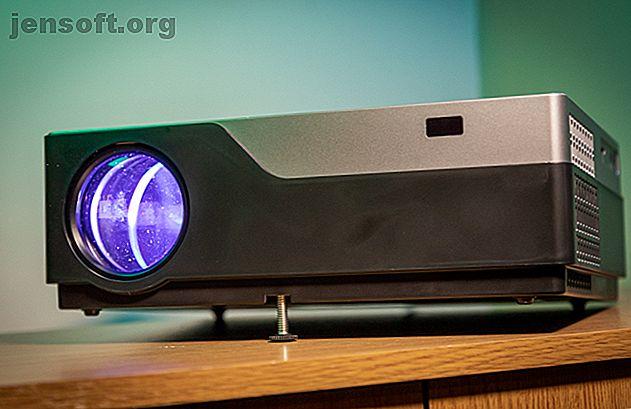 Es grande, es brillante y tiene un precio razonable.  El Vankyo V600 es un excelente proyector, aunque tiene una interfaz de software ligeramente anticuada.