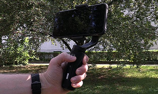 Anuncio Nuestro veredicto del Zhiyun Smooth-Q2: si está buscando un cardán portátil para teléfonos inteligentes que realmente cabe en su bolsillo, el Zhiyun Smooth-Q2 ofrece.  Pequeño, bien hecho, fácil de usar y económico, este es el cardán perfecto para todos los usuarios de teléfonos inteligentes.1010 Los teléfonos móviles nos han convertido a todos en camarógrafos.