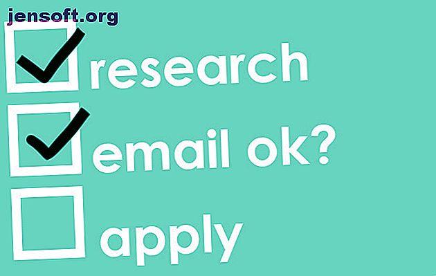 Mettez votre meilleur pied dans votre recherche d'emploi.  Structurez votre CV et votre lettre de motivation pour une application de messagerie électronique avec ces conseils.