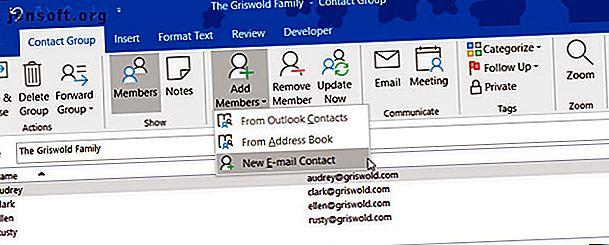 Lär dig hur du skapar en e-postgrupp eller en distributionslista i Microsoft Outlook och se vilken enorm tidsbesparing det kan vara.