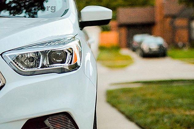 Les fraudeurs s'adressent au marché de l'assurance automobile en ligne pour cibler les jeunes conducteurs.  Voici comment éviter les escroqueries par fantômes.