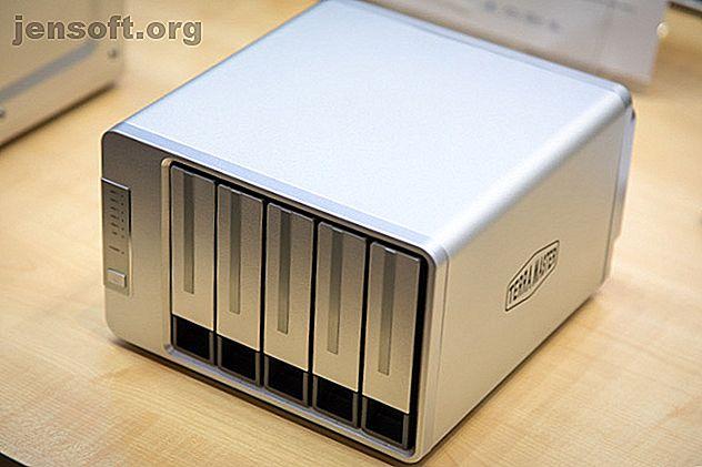 Le NAS F5-422 de TerraMaster est le dernier d'une longue lignée de matériel de qualité.  Avec un port Ethernet 10 gigabits, ce NAS est une machine à vitesse.