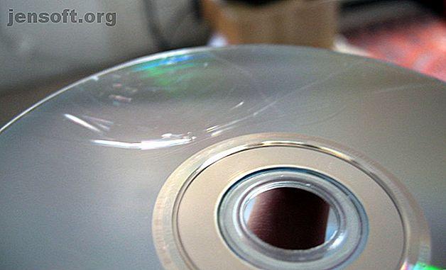 Vous devez lire un disque rayé et vous ne le pouvez pas?  Voici comment réparer un DVD ou un CD rayé avec du dentifrice et d'autres articles ménagers.