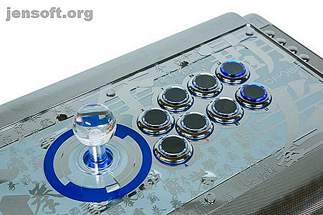 Letar du efter en controller för att ge dig fördelen i kampspel?  Så här slår en arkad (eller slåsspinne) en spelkontroller.